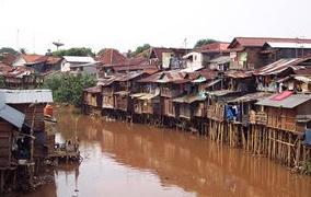 Pemukiman Penduduk Mengikuti Alur Sungai