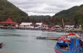 Pemukiman Penduduk Mengikuti Garis Pantai